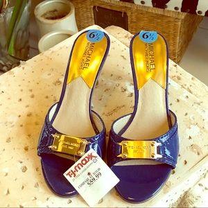 Sz 61/2 Michael Kors blue leather w/gold open toe